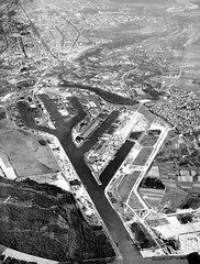 The new Karlsruhe harbour at the river Rhine (roomman) Tags: old blackandwhite bw 3 black history industry modern port vintage river germany buch book design early 60s harbour style erich aerial historic valley 1950s bauer 50s bandw hafen fluss edition baden rhine karlsruhe rhein development quai 3rd freight 1950 1961 neu antiquariat 1960 luftbild andwhite albrecht 2014 badenwürttemberg aereal württemberg luftbilder bawü dritte brugger auflage hafenbecken 160s bildband 3rdedition 3auflage erichbauer