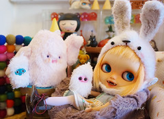 Happy Fluffy Weekend!!! (Kewty-pie) Tags: bunny fur doll helmet fluffy bean plush isabel blythe toothy custom yeti beanbag grumpycat openmouthed fatina osopolar scrumptiousdelight takochu taylorcouture chercheto banochediaz madeyedmonster