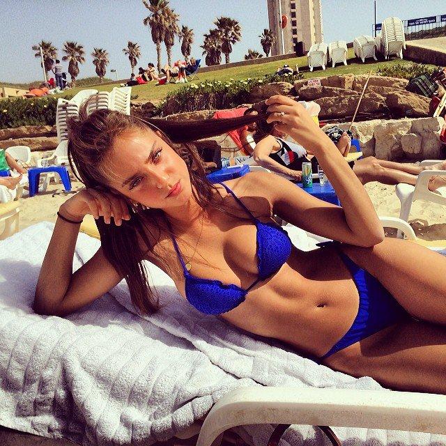 Cette jeune israélienne porte le bikini mieux que personne, la preuve en 15 photos