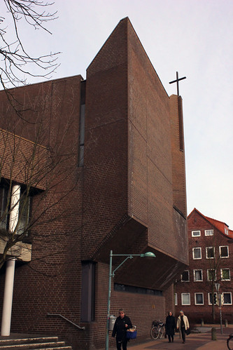 "Kiel St. Lukaskirche • <a style=""font-size:0.8em;"" href=""http://www.flickr.com/photos/69570948@N04/16698571186/"" target=""_blank"">View on Flickr</a>"