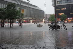 Oh yeah, let it rain (Pascal Volk) Tags: berlin mitte berlinmitte alexanderplatz regen rain pftze puddle fernsehturm tvtower televisiontower sonydscrx100