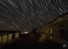 Ecuador celeste. (:) vicky) Tags: ecuadorceleste teruel aragn flickrvicky flickr largaexposicion estrellas esolympus espaa estrellafugaz vickyepla vicky visionario olympus olympusdigitalcamera