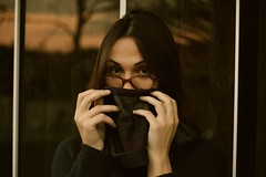 mistrio (Leticia Manosso) Tags: portrait girl enigmatic misterious