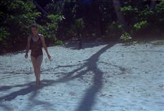 Weed and Ball at the beach (a.ninguem) Tags: pentax k1000 ubatuba film kodak 35mm filme