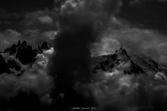 Pilier de la Porte des Tnbres (Frdric Fossard) Tags: ciel paysage montagne atmosphre dramatique clairobscur ombre lumire massifdumontblanc aiguillesdechamonix aiguilleduplan aiguilledumidi glacier merdenuage altitude cimes alpes hautesavoie tnbres
