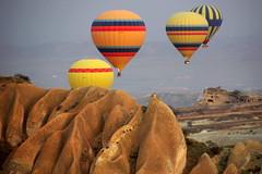 Warm colours (Cappadocia, Turkey) (armxesde) Tags: yellow turkey pentax ballon balloon türkei ricoh cappadocia anatolia fliegen k3 ballonfahrt kapadokya balloonflight kappadokien anatolien anadolu