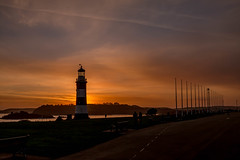 Plymouth Hoe (trevorhicks) Tags: light sunset sea sky sun house tower clouds canon island harbour hill plymouth hoe tamron smeatons horrizon 70d