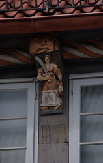 Hameln, Niedersachsen, Museumscaf, frieze, top floor, detail (groenling) Tags: wood caf face germany de deutschland gesicht carving frieze fries judith sword woodcarving grotesque fassade housefront hamelin schwert niedersachsen hameln holofernes museumscaf