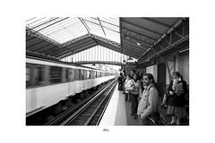 alleen parijs TKF (Ton Kuyper Fotografie) Tags: people blackandwhite paris france monochrome waiting frankrijk parijs wachten metrostation mensen photoborder