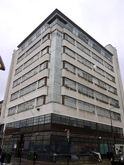Cheviot House (Yekkes) Tags: windows london glass apartments cement modernism artdeco commercialroad eastend eastlondon towerhamlets cheviothouse cementpanels ggwinborne kornbergandsegal stepneytownhall
