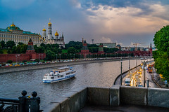 Moscow river Kremlin grand palace 9944 (JanisInNV) Tags: russia moscow kremlin palace river traffic evening boat landscape travel tour