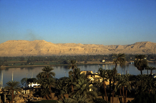 "Ägypten 1999 (238) Luxor: Nil und Theben-West • <a style=""font-size:0.8em;"" href=""http://www.flickr.com/photos/69570948@N04/28142808431/"" target=""_blank"">View on Flickr</a>"