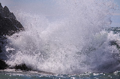 splash! (Francis Mansell) Tags: wave splash breakingwave water droplets outdoor cornwall sandymouth rock sea
