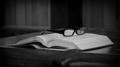 Ready (CTfoto2013) Tags: stilllife lumiere light naturemorte interieur atmosphere mood ambiance book livre dof depthoffield lumix gx7 panasonic mirrorlesscamera micro43 ombres shadows bn nb bw indoor glasses lunettes readingglasses blackandwhite
