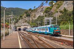 16-08-16 Trenitalia TE stuurrijtuig + lagevloersrijtuigen + E464, Monterosso al Mare (Julian de Bondt) Tags: trenitalia e464 te monterosso al mare cinque terre