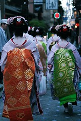 Maiko (lylieperseid) Tags: maiko kyoto gaishadistrict walk exterieur voyage trip