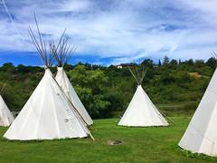 Tipidorf (10.000 Schritte) Tags: zelt himmel blau wolken campingplatz camping runkel lahn tipidorf tipi wald bume baum wiese gras
