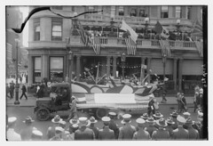 4th July [parade] (LOC) (The Library of Congress) Tags: libraryofcongress dc:identifier=httphdllocgovlocpnpggbain27388 xmlns:dc=httppurlorgdcelements11 july41918 loyaltyparade 1918 newyork 5thavenue savoy hotel