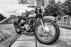 Triumph 6T Thunderbird (michael_hamburg69) Tags: hamburg germany deutschland hansestadt speicherstadt brücke bridge neuerwegsbrücke motorrad triumph 6t thunderbird classicbike vintage motorcycle 19601962 doppeltesbrustrohr gelötetefittings geschraubtesheck motor 650ccm silkshiftgetriebe