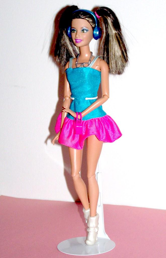 Barbie fashionistas in the spotlight glam doll 32