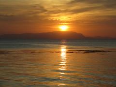 """Apéro time face au coucher de soleil <a style=""""margin-left:10px; font-size:0.8em;"""" href=""""http://www.flickr.com/photos/83080376@N03/16053664786/"""" target=""""_blank"""">@flickr</a>"""