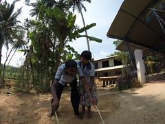 Seifenblasen in Behinderteneinrichtung in Ittapana, Sri Lanka 16