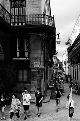 Side Shooting (leftyguk) Tags: blackandwhite havana cuba streetphotography canon400d canonefs24mmstm