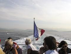La bandera (Micheo) Tags: recuerdosdeniza memories recuerdos niza nice vacaciones city costaazul travesía bandera flag homenaje drapeau