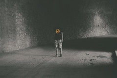 (Mishifuelgato) Tags: portrait white black luz ball de photography 50mm nikon dragon ivan tshirt pantano alicante 18 tunel camisa d90 amadorio orxeta