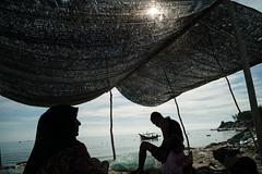* (Sakulchai Sikitikul) Tags: street sea seascape silhouette thailand boat fisherman sony muslim voigtlander 28mm streetphotography snap songkhla islamic a7s