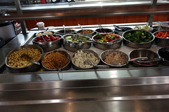 Salade 03166 (Omar Omar) Tags: california californie usa usofa hollywood hollywoodca hollywoodcalifornia hospital hpital healthcare salubridad cafeteria lunch salad ensalada saladbar unhealthy bellpappers