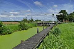 Schleuse mit grnem Wasser (antje whv) Tags: langerack kanal ostfriesland schleuse brcken