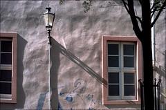 Late Afternoon Light (manni39) Tags: vintage graffiti iso200 nikon shadows vintagecamera f2 nikkor nikonf2 altstadt mainz schatten fassade nkj nipponkogakujapan paradiesfilm nikkor50mm20
