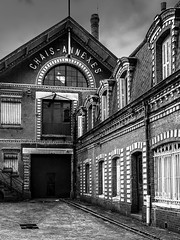 Chais annexes (Lucille-bs) Tags: bw france architecture europe nb brique fenêtre bâtiment cour chais seinemaritime fécamp hautenormandie