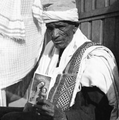 Our Lady in Lalibela (Felipe Cárdenas-Támara) Tags: tlr rolleiflexjune1951march1954 rolleiflexautomat6x6modelk4a ilfordpanf50plus ethiopia etiopía lalibela felipecardenasphotography