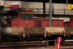 SLMNr 4373 : SBB Rangierlokomotive Em 3/3 18818 ( Hersteller SLM Nr. 4373 - Baujahr 1959 ) vor der SBB Hauptwerksttte HW Biel - Bienne im Kanton Bern der Schweiz (chrchr_75) Tags: chriguhurnibluemailch christoph hurni schweiz suisse switzerland svizzera suissa swiss chrchr chrchr75 chrigu chriguhurni mrz 2015 albumbahnenderschweiz albumbahnenderschweiz201516 schweizer bahnen eisenbahn bahn train treno zug albumzzz201503mrz juna zoug trainen tog tren  lokomotive  locomotora lok lokomotiv locomotief locomotiva locomotive railway rautatie chemin de fer ferrovia  spoorweg  centralstation ferroviaria albumsbbrangierlokomotiveem33rsbb cff ffs cargo rangierlokomotive
