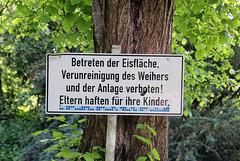 Au Weiher. (universaldilletant) Tags: signs schilder sign schild weiher anlage gnzburg eisflche verunreinigung