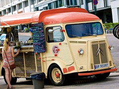Street food (Cato Lien) Tags: citroenhy citroen hy oslo visitoslo citronhy citron