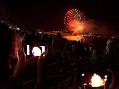 2016-07-24  Les feux dartifice (Calogero) (Robert - Photo du Jour) Tags: juillet 2016 aufildutemps calogero lesfeuxdartifice feuxdartifice plage blanes espagne couleurs adle gabrielle