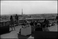 N-373-02 - Ilford HP5 - Paris - France - June 2015 (Jorge Vasconcelos Photos) Tags: 35mm analogphotography analoguephotography bw blackwhite blackandwhite buildings cityview cityscape eiffeltower europa europe european filmphotography france french galerieslafayette horizon horizontal ilford ilfordfilm ilfordhp5 jvasconcelos jorgevasconcelos modelreleaseno mrno nikonn80 nikonscanner nomodelrelease nomr nopropertyrelease pb paris pretoebranco propertyreleaseno rooftop streetphotography toureiffel