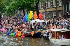 Gay parade Amsterdam 2014, het publiek (wally nelemans) Tags: amsterdam audience prinsengracht canalparade 2014 gayparade publiek uitdekast outofthecloset gayliberation toeschouwers homoemancipatie
