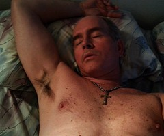 Monte Mendoza lounging 11 23 2014 (Monte Mendoza) Tags: sleeping shirtless man guy pits nipple cross dude uomo hombre homme ua noshirt armpits pecho sanschemise underarms axila sincamisa