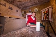 La decoratrice. (Giuseppe Pipia) Tags: canon live scene tokina nativity 116 presepe presepio nativit vivente 1116 70d caltabellotta
