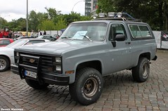 Blazer (Schwanzus_Longus) Tags: road street school usa black chevrolet car yellow america germany us offroad hamburg oldschool mob chevy german american vehicle expensive suv blazer flaming mafia mag motorshow k5 roadcar chevroletblazer streetmag offroadcar