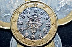 EURO 1... PORTUGAL... (Alberto Fer.) Tags: money 2004 portugal 1 europa euro un uno ao currency argent dinero moneda moeda geld dinheiro monedas monnaie soldi valuta