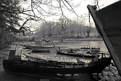 (Marc Le Port) Tags: sea blackandwhite mer boat blackwhite noiretblanc bateaux rivire nb bateau wrecks noireetblanc paves lebono marcleport