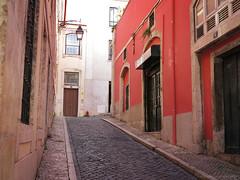 Lisbon Alley (elianek) Tags: alley alleys streets historic history historia historico potugal europa europe lisbon lisboa eurla architecture red