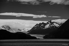 Sabe la verdad y est... serena (.KiLTRo.) Tags: torresdepaine regindemagallanesydelaan chile regindemagallanesydelaantrticachilena kiltro patagonia andes glacier ice grey clouds sky mountain landscape