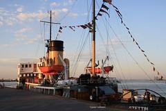 6-IMG_3700 (hemingwayfoto) Tags: anleger bremerhaven deutschland frh hafen morgens motorschiff norddeutschland nordsee schiff schifffahrt schiffsmast sonnenaufgang takelage