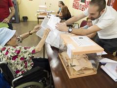 _DSF7775 (Toni M. Micó) Tags: annamicó noubarris 9barris prosperitat eleccions urna